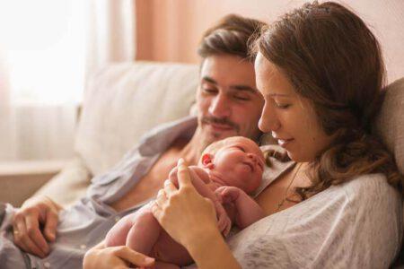 Gezin met pasgeboren kindje