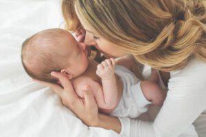 Moeder met pasgeboren kindje